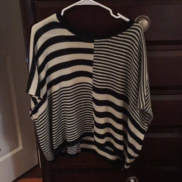 Alythea Sweaters - Cute and light striped sweater